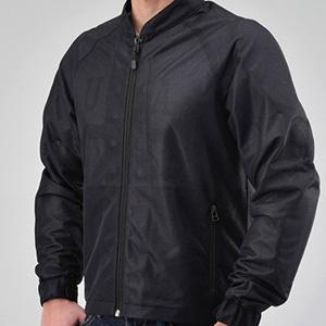 涼やかでシンプルなシングルレイヤーメッシュジャケット